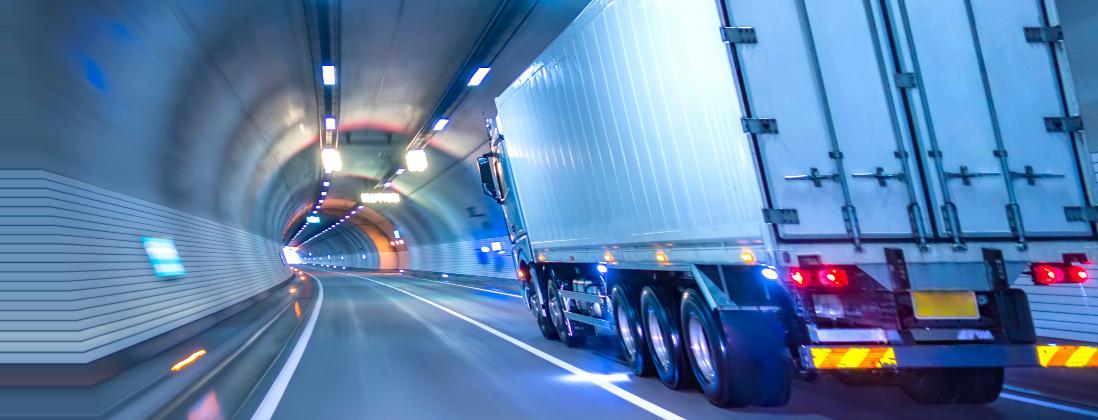 Anaxco Teaserbild TMS LKW im Tunnel Speditionssoftware Logistiksoftware Transportmanegement Logistik-IT