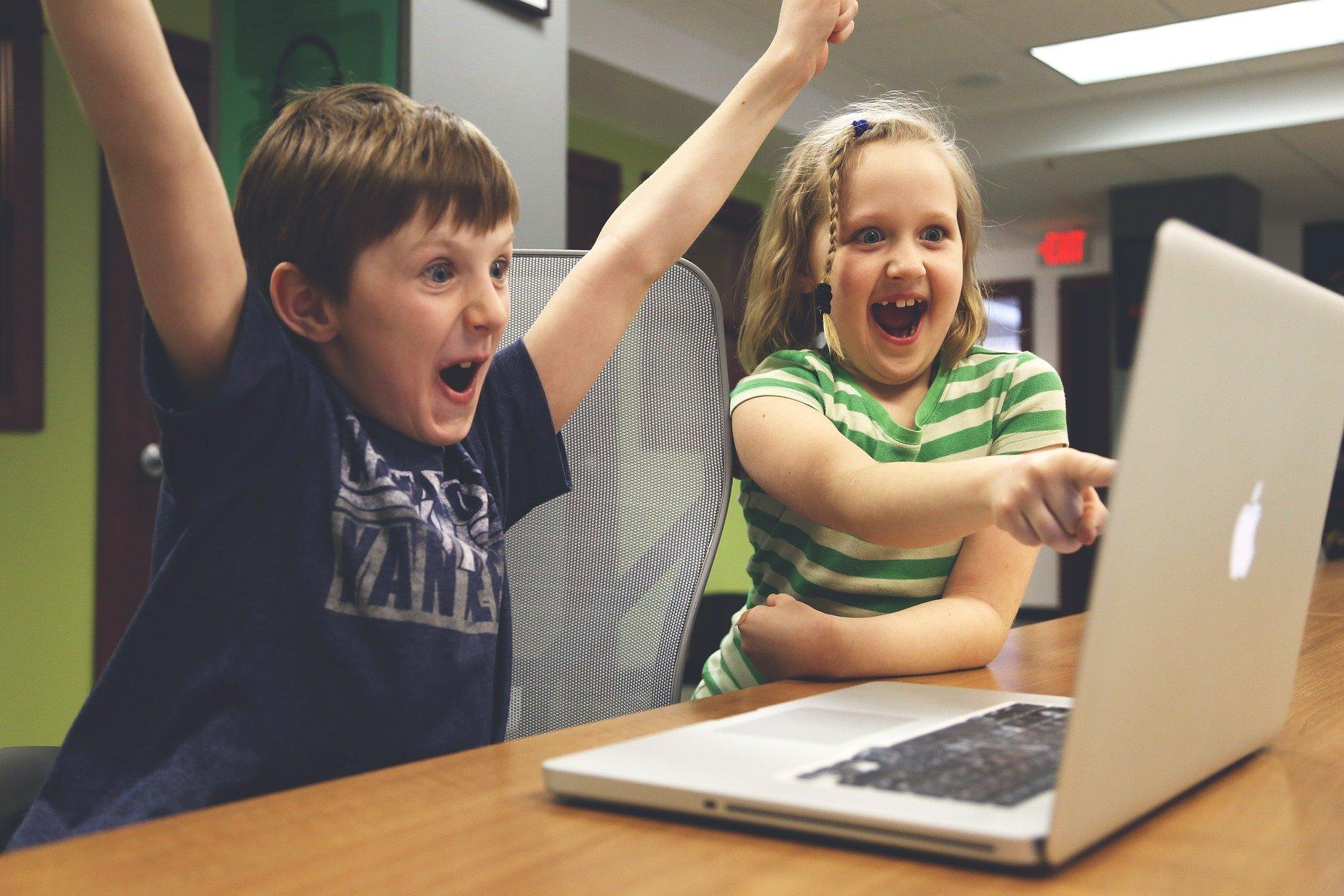 Anaxco Blog Beitrag Bild Kinder IT-Services Digitalisierung IT-Lösungen Datensicherheit Cloud IT-Experten
