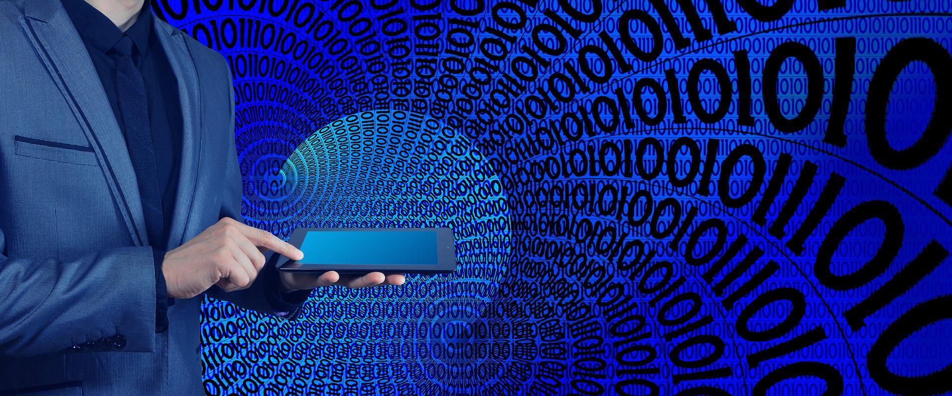 Anaxco Blog Beitrag Bild Netzwerk Mann mit Tablet Logistik-IT IT-Services IT-Dienstleistungen